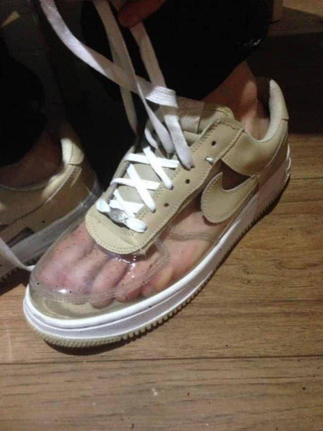 Прозрачный кроссовок