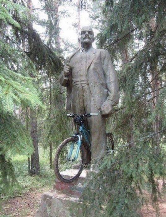 Ленин на велосипеде