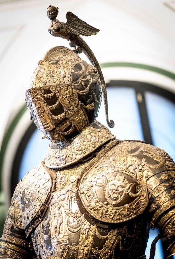 Доспехи Фердинанда II (императора Священной Римской империи), сделаны в Италии в 1600-х годах
