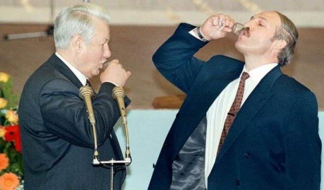 Борис Ельцин и Александр Лукашенко в Кремле после подписания договора о союзе Беларуси и России, апрель 1996 год