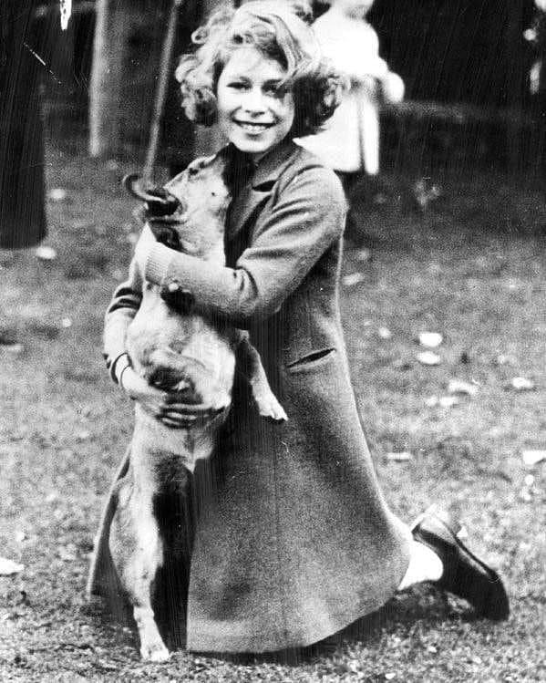 Будущая королева Великобритании Елизавета II в молодости, 1942 год.