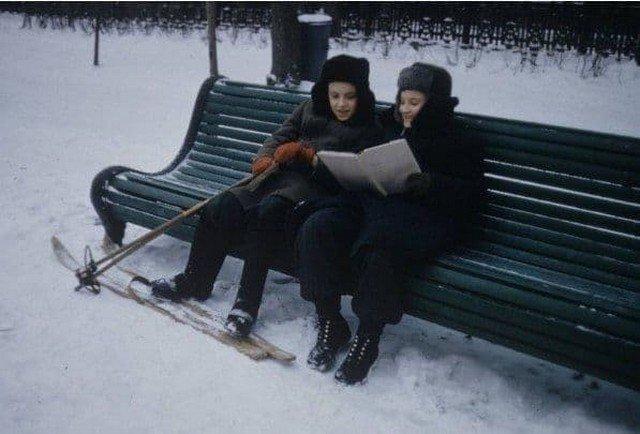 Школьники учат стихи, 1960 год.