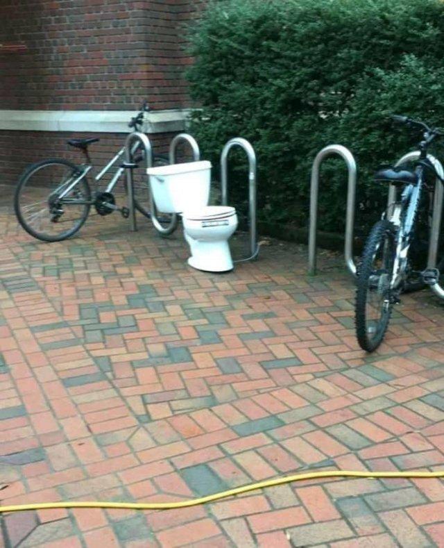 Странность на парковке для велосипедов