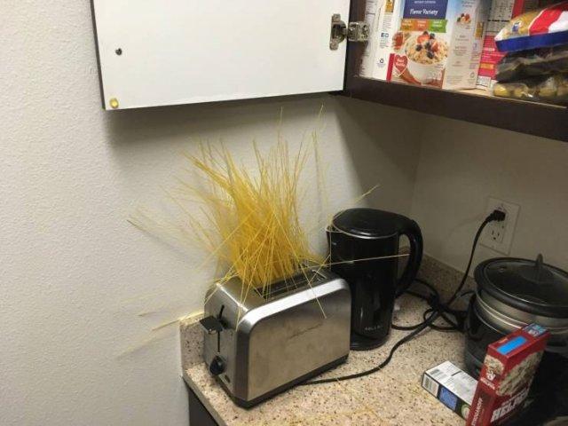 Фейл с вермишелью на кухне