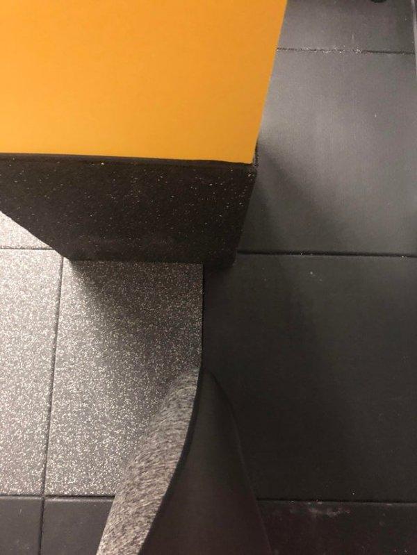 Леггинсы идеально подходят к полу в спортзале