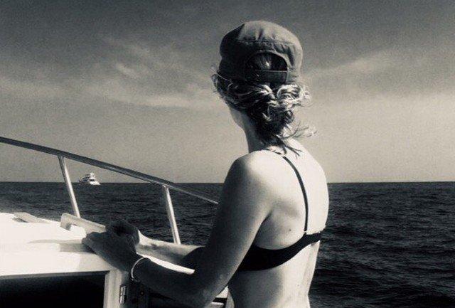Мег Райан на лодке