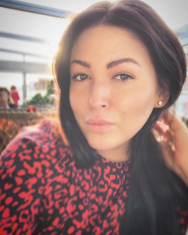 Ирина Дубцова в красном платье
