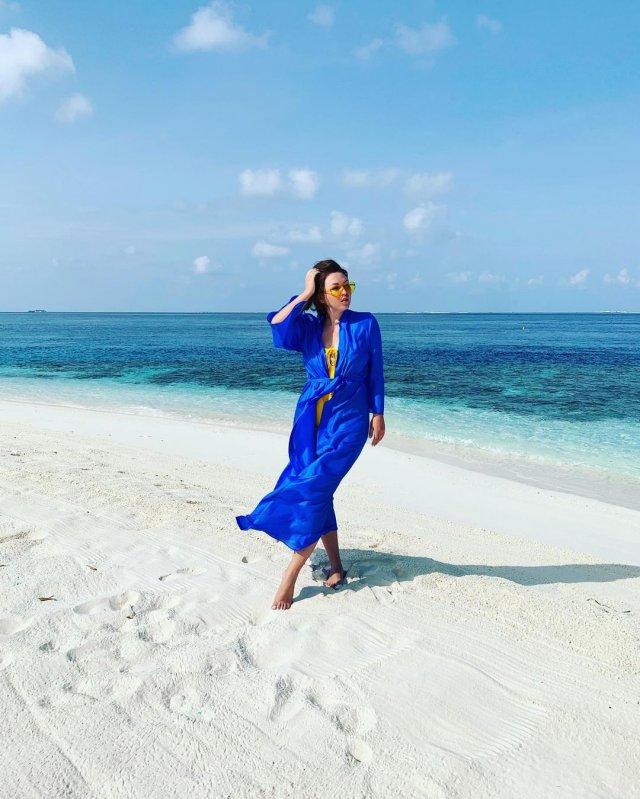 Ирина Дубцова в синем платье