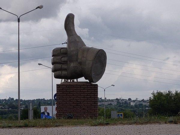 Памятник большому пальцу, Губкин