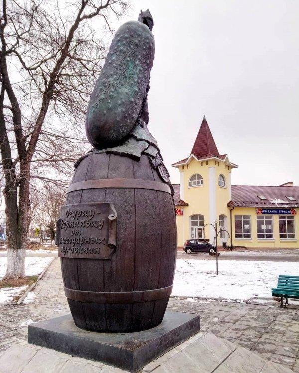 Памятник огурцу, Луховицы