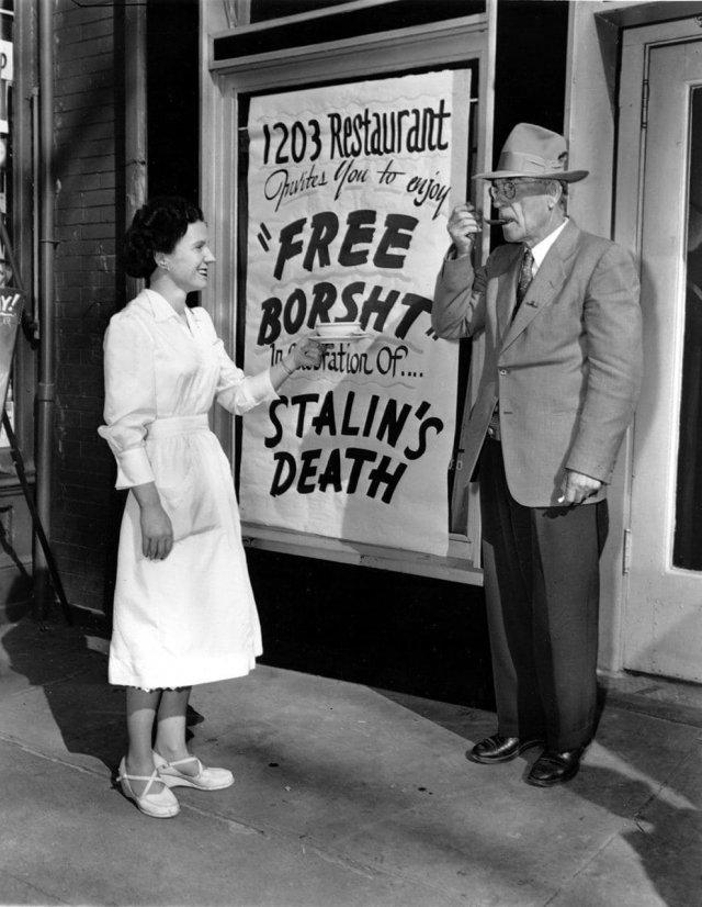 Бесплатный борщ в ресторане, принадлежащий украинской общине, в связи со смертью Сталина, Нью Йорк 1953 год