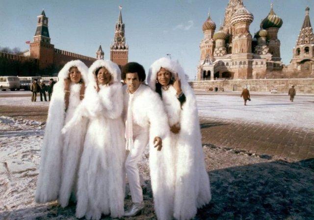 Бони М на Красной площади во время гастролей в Москве, декабрь 1978 года.