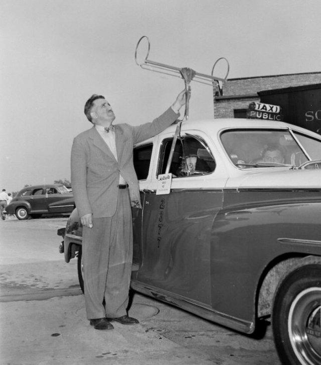 Настройка антенны для приема телевизионного сигнала в такси, 1948 год, Чикаго