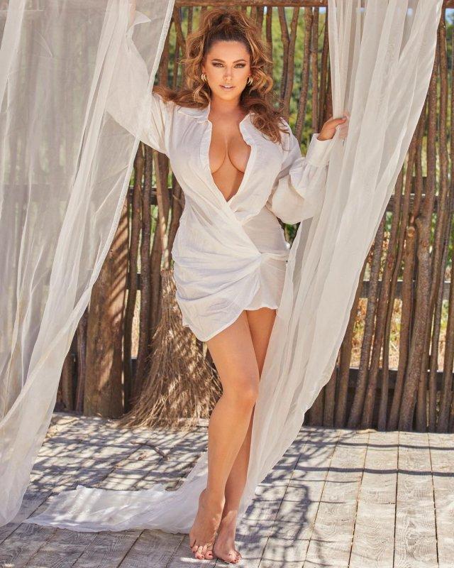 Келли Брук в белом платье