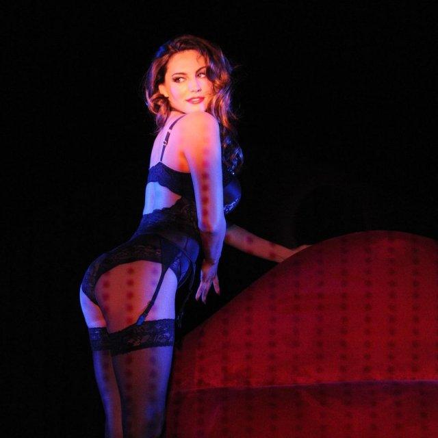 Келли Брук в черном нижнем белье