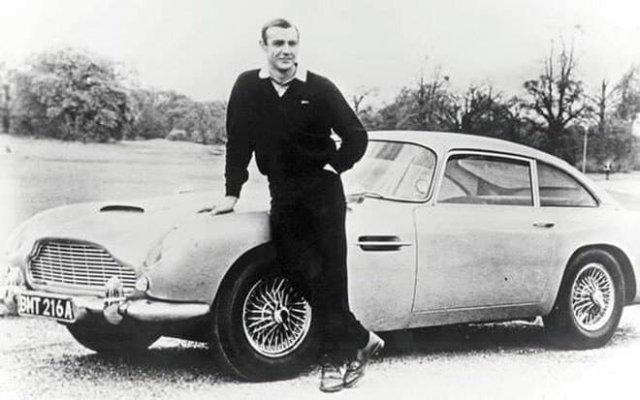 Шон Коннери и Aston Martin Джеймса Бонда, 1965 год.
