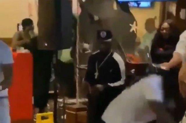 Толпа темнокожих устроила погром в ресторане