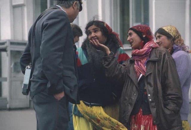 Беседа, между цыганами и сотрудником милиции, 1993 год.