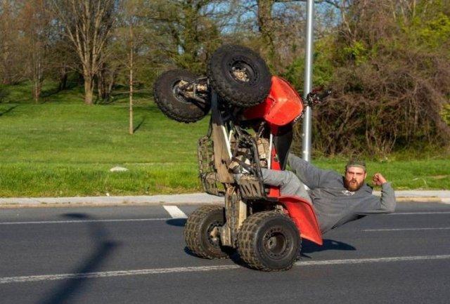 Трюк на квадроцикле