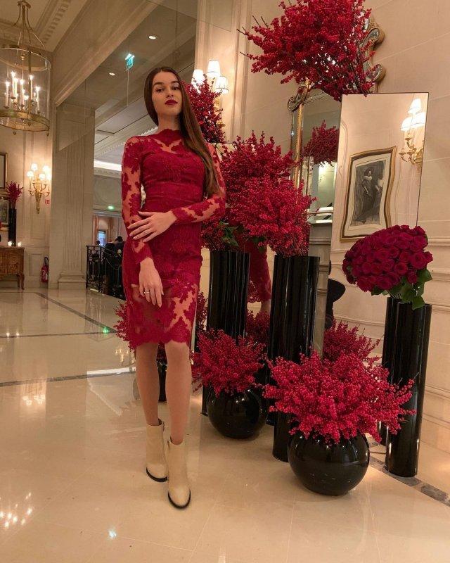 Анна Дурицкая - последняя любовь Бориса Немцова в красном платье