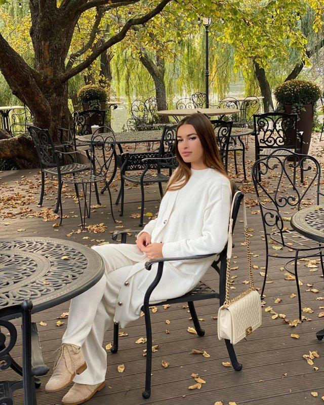 Анна Дурицкая - последняя любовь Бориса Немцова в белом костюме
