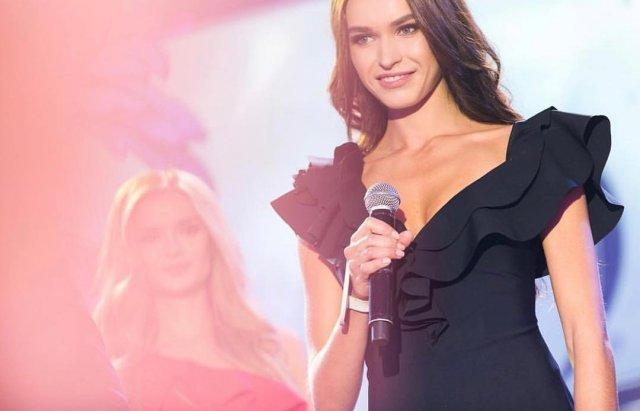Анна Дурицкая - последняя любовь Бориса Немцова в черном платье