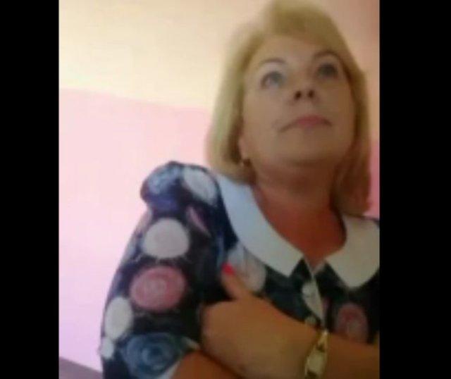 «Ты не пойдешь в туалет!»: Грубая учительница из Санкт-Петербурга на страже туалета