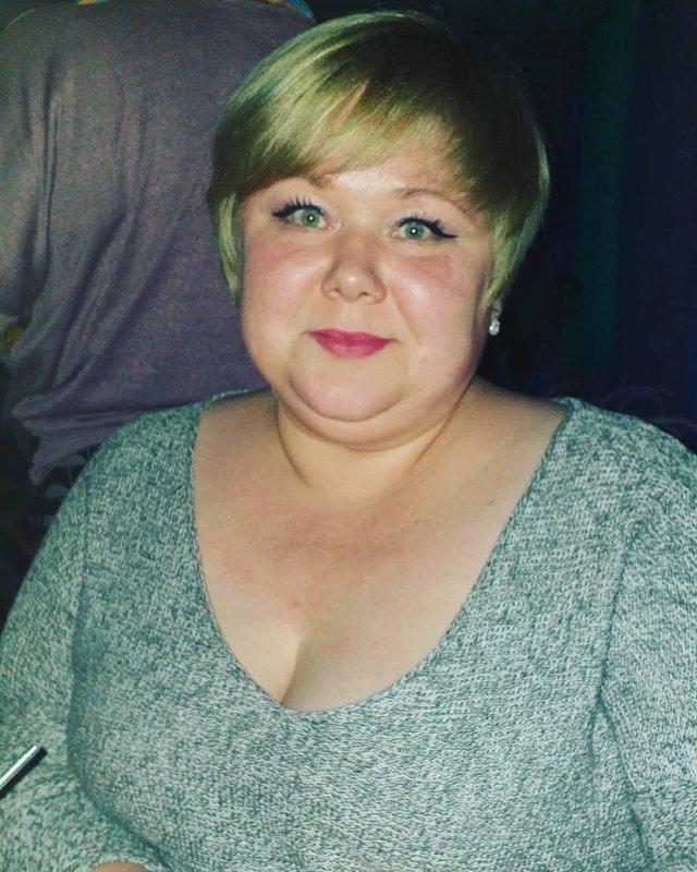 Евгения Романова - повар из Новосибирска в сером свитере