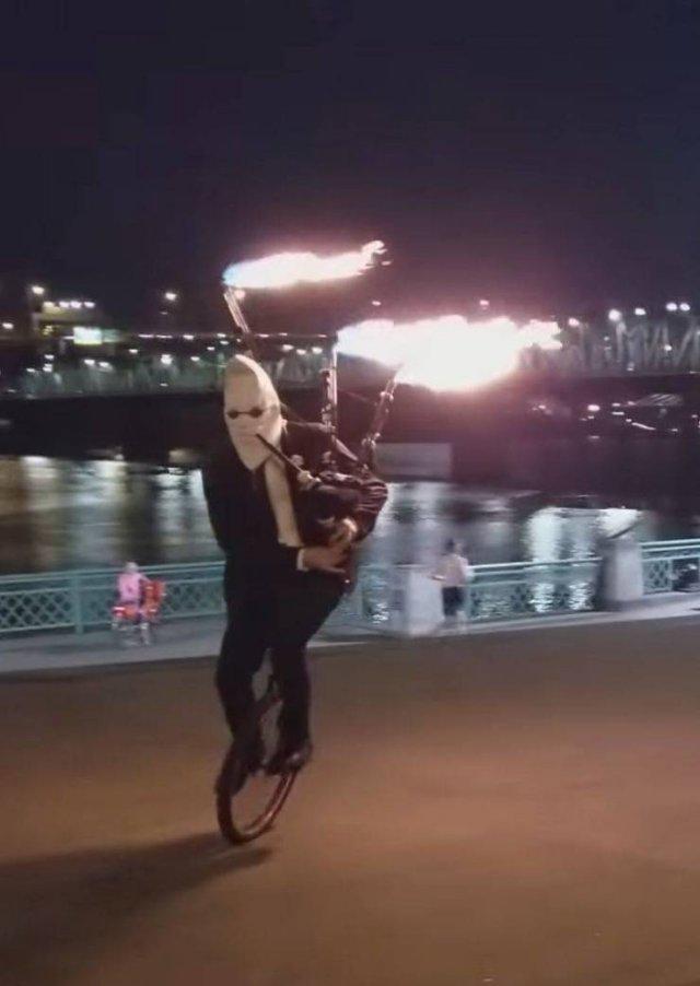 Игра на огненной волынке