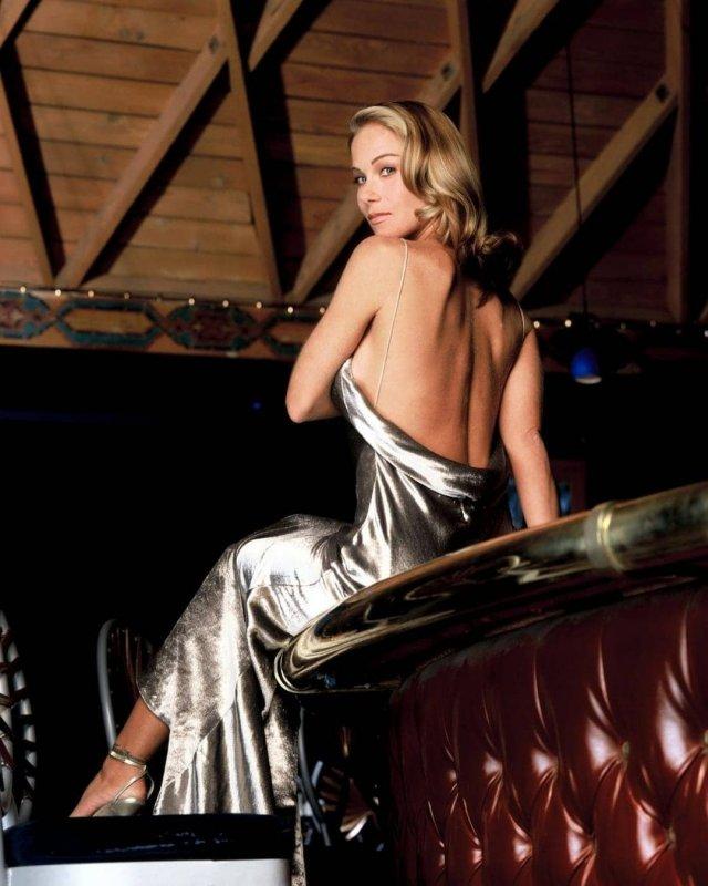 Кристина Эпплгейт в блестящем платье