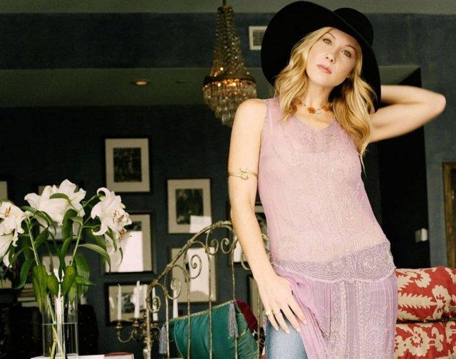 Кристина Эпплгейт в розовом платье