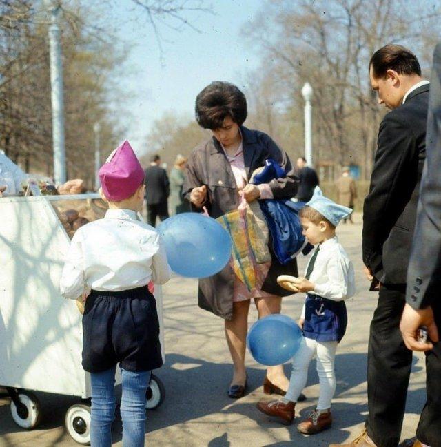 Субботним днём в Сокольниках, Москва, 1970 год.