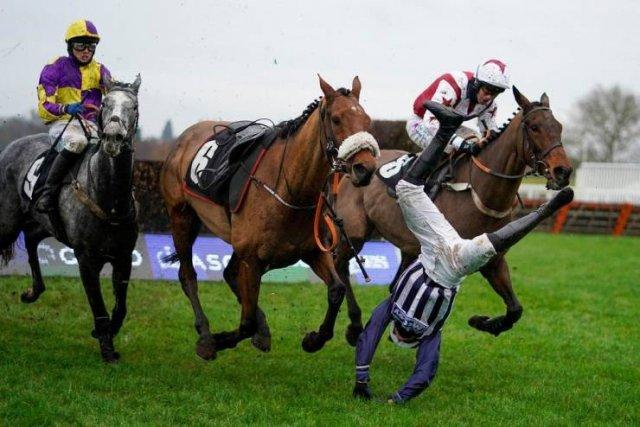Падение с лошади на скорости