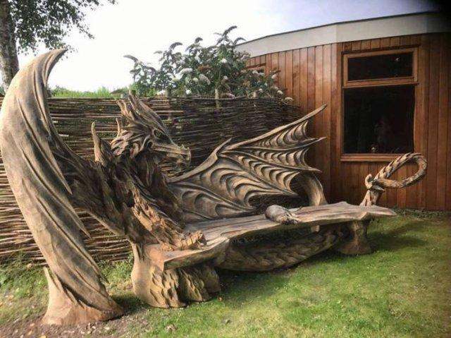 Скамейка из дерева Дракон