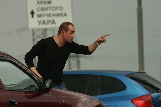 Максим Аверин в черном свитере