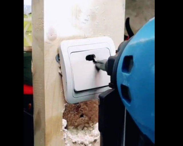 """""""Лайфхак"""": как закрепить выключатель на деревянной поверхности?"""