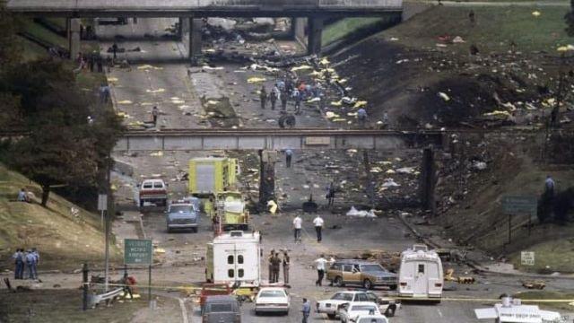 Последствия крушение рейса 255, который неудачно взлетел из Детройтского аэропорта