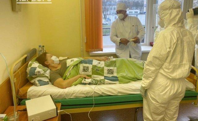 Александр Лукашенко с больными