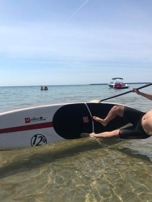 Возможно, серфинг не его стихия