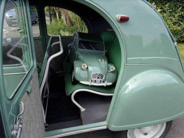 Машинка в машине