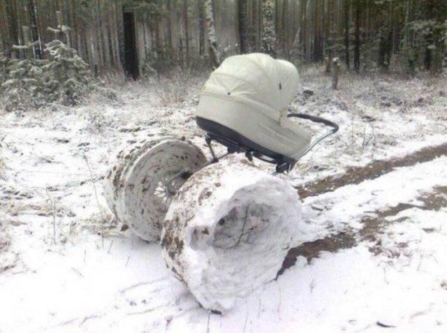 Коляска на снегу