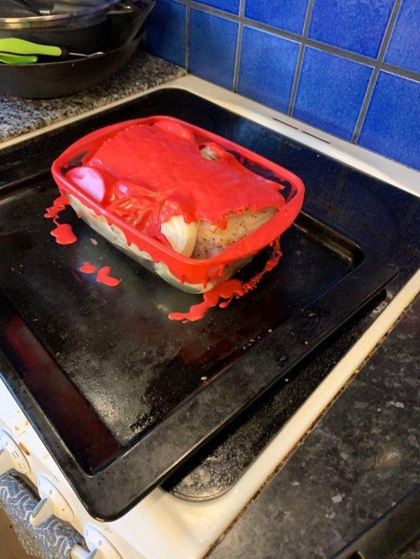 Пластиковая крышка для духовки не подходит, теперь запомнил