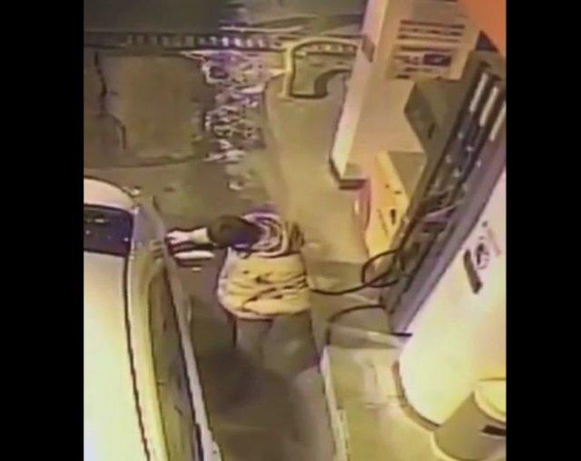 Мужик поджег зажигалкой бензобак на заправке и покинул место происшествия