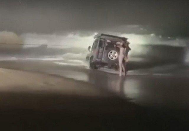 Когда хорошо отметил и нашел машину на пляже в Сиднее