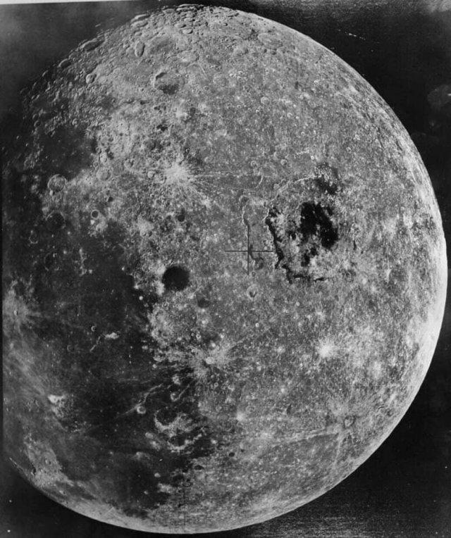 Обратная сторонa Луны, снимок советского аппарата Зонд-8, 24.10.1970 года.