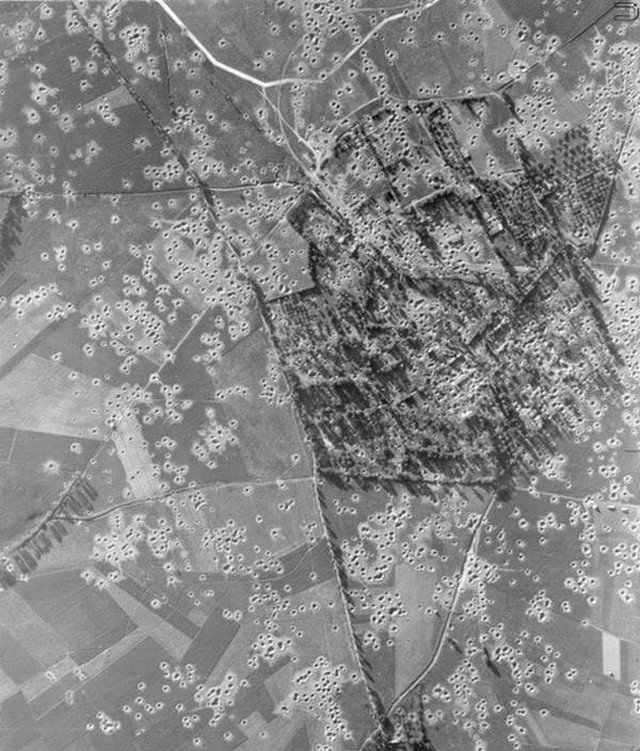 Кратеры от бомб, 1940–е годы, Бовуар, Франция