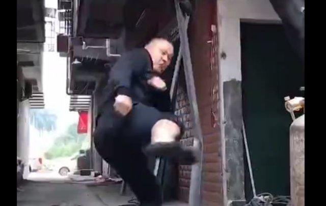 """Парень с """"железными"""" ногами"""