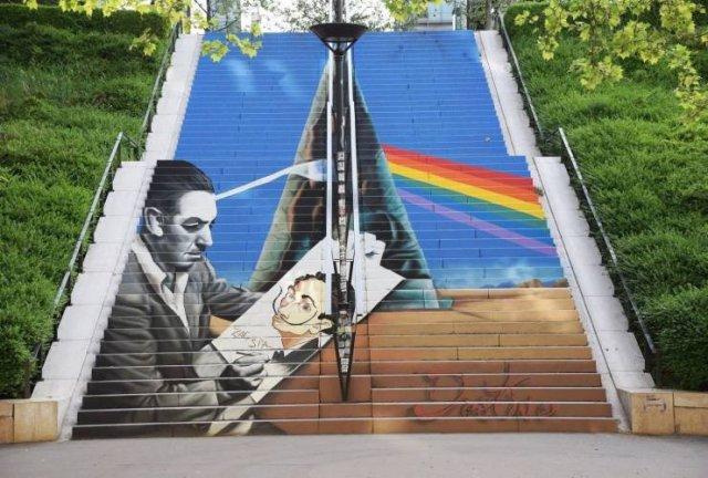 Рисунок на лестнице