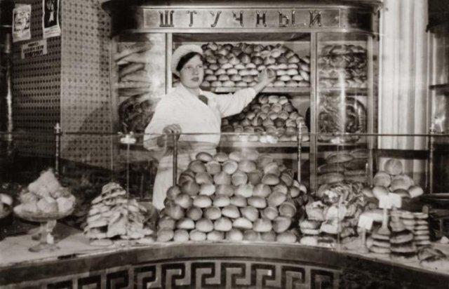 В хлебном магазине, 1930–е годы, Ленинград