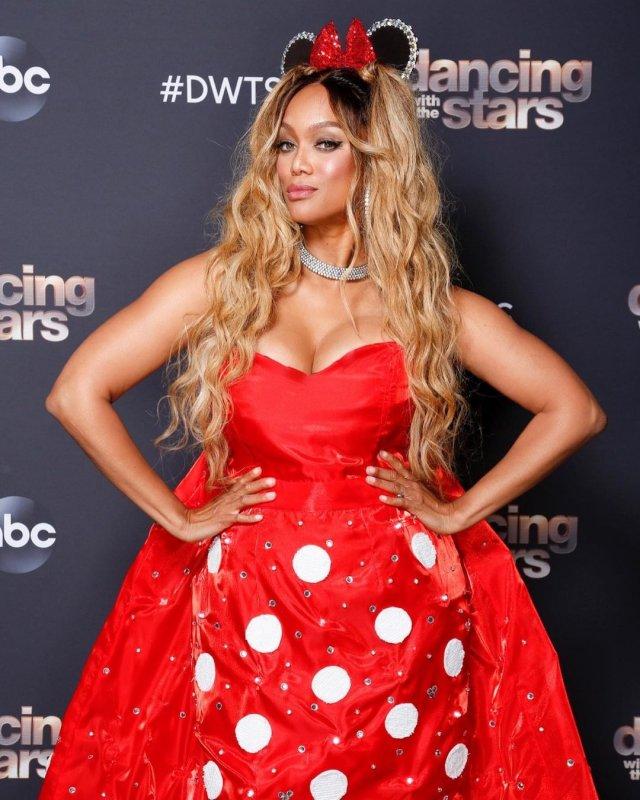 Тайра Бэнкс красном платье
